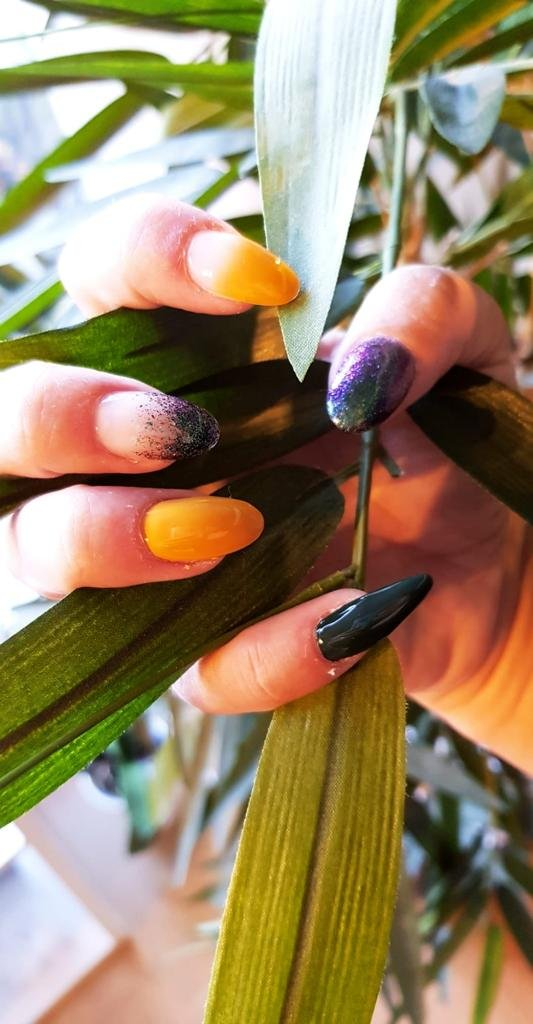 ongles moutarde vert canard