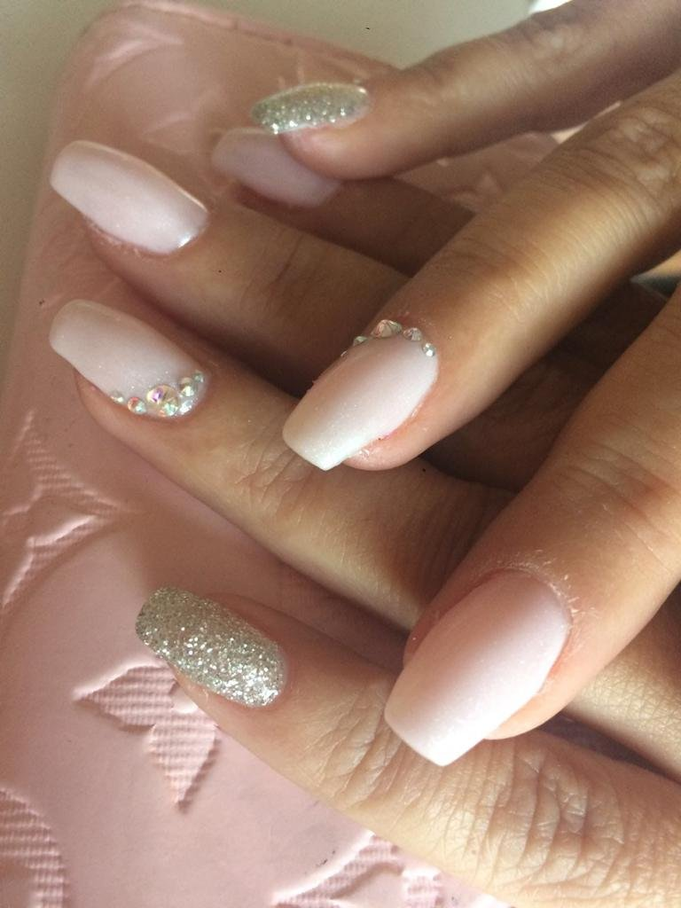 ongles rose clair argent